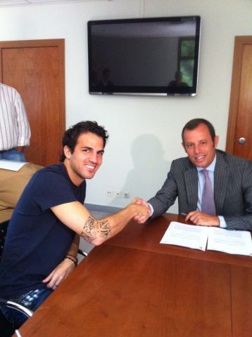 Photo of Cesc Fabregas after signing his contract with Barca