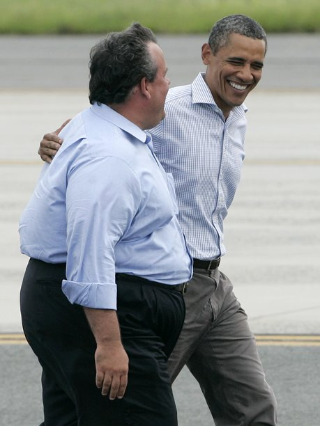 Here's A Picture Of Barack Obama Hidden Behind Chris Christie
