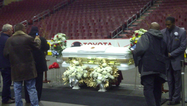 Frazier's coffin lie in state in the middle of the Wells Fargo Center floor.