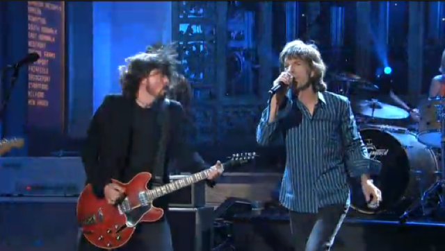 You Need To See This Video Of Mick Jagger And The Foo Fighters On SNL