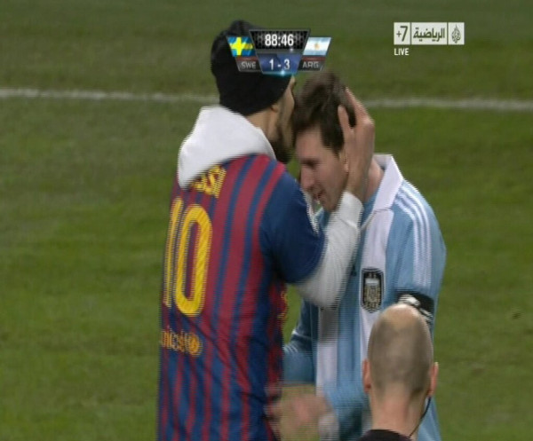 Guy In Messi Jersey Runs Onto Field At Argentina/Sweden Match, Kisses Messi's Head