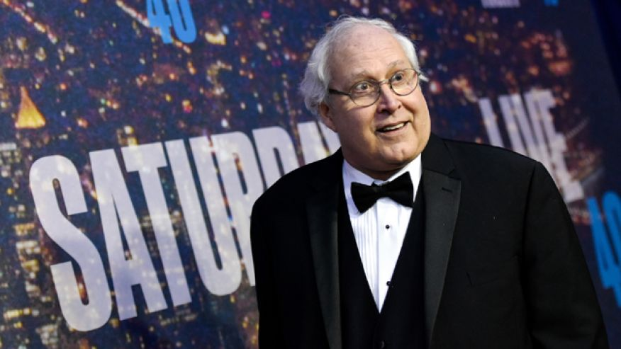 Here's A Vine Of Chevy Chase Apologizing For Being So Sweaty At The SNL 40th Anniversary Show