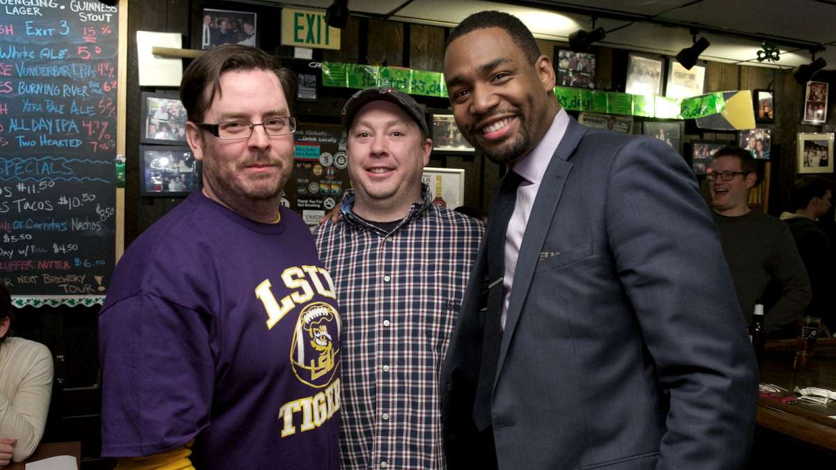 Philly Mayoral Candidate Doug Oliver Drops By Murphy's Quizzo Night