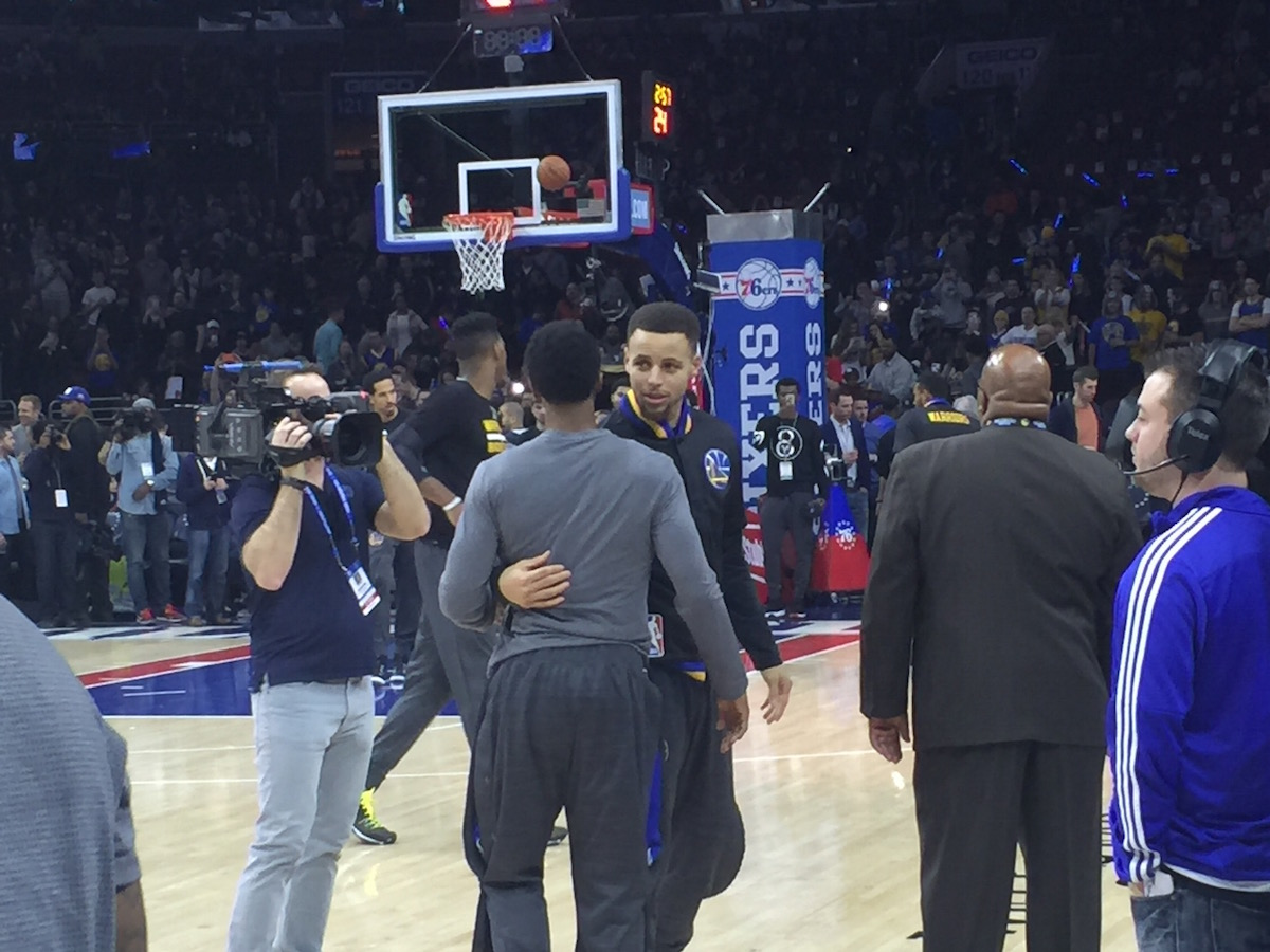Steph Curry and Ish Smith catch up before the game.
