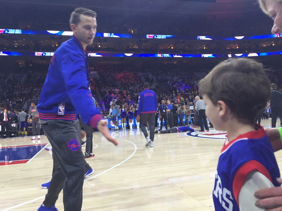 Nik Stauskas high fives Louden before the game.